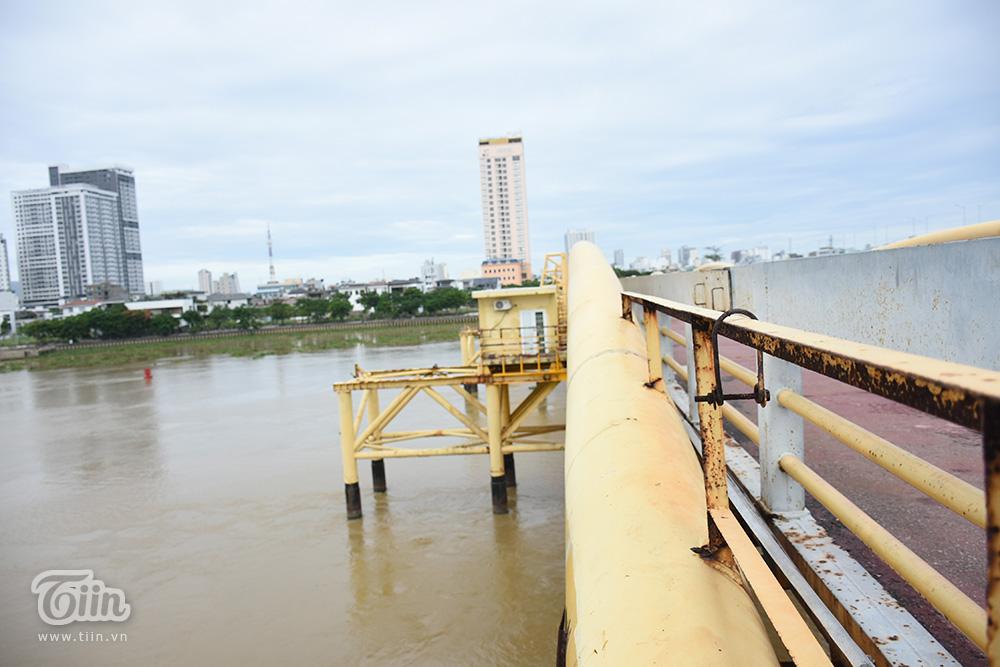 Cận cảnh khu vực nâng trục của cầu Nguyễn Văn Trỗi.