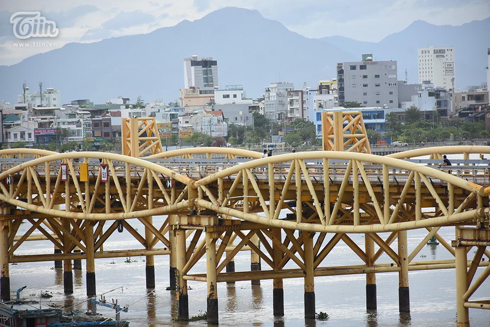 Bất ngờ 'nổi tiếng' do sự kiện hy hữu trong bão số 5, cây cầu ở Đà Nẵng thành điểm đến hot 14