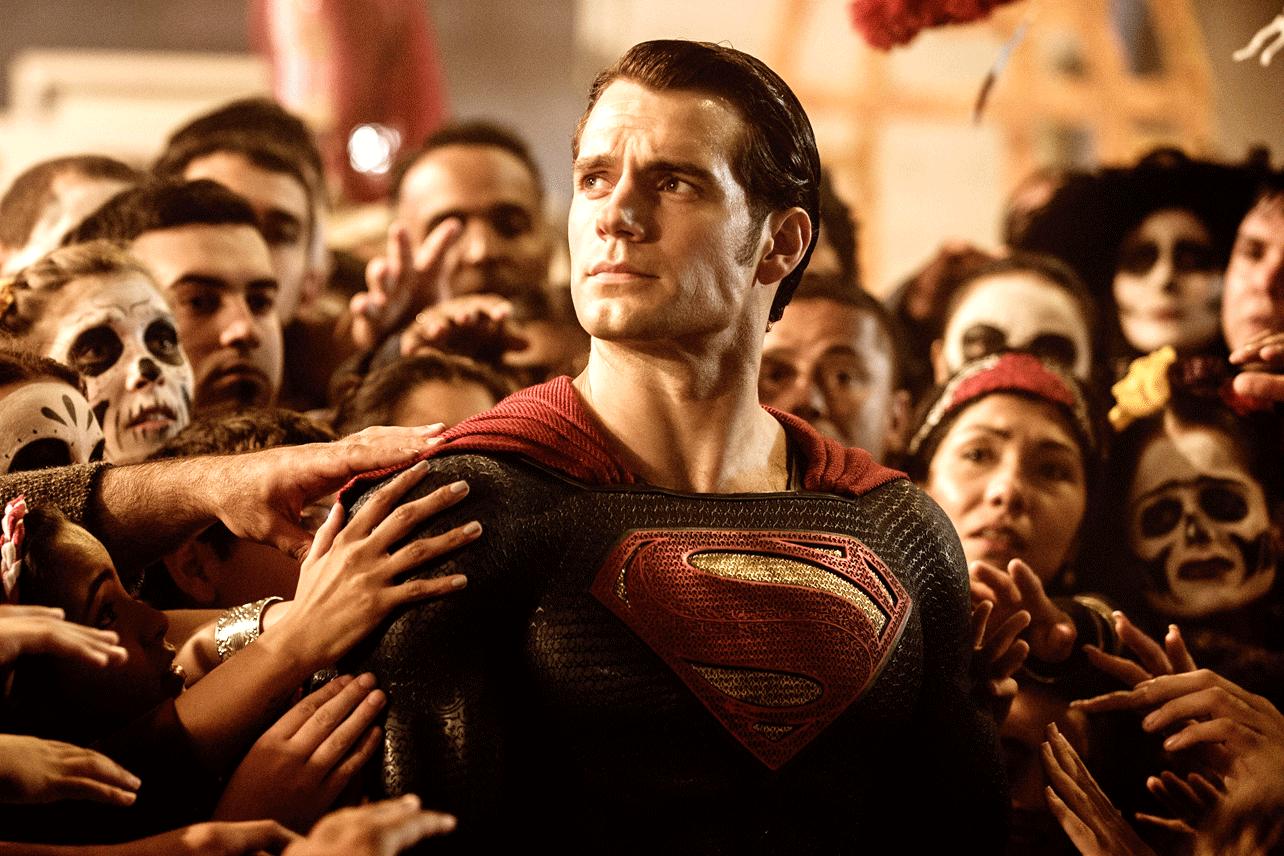Dù diễn xuất ngày càng đi xuống, Henry Cavill vẫn được Warner Bros. cho đóng tiếp vai Superman.