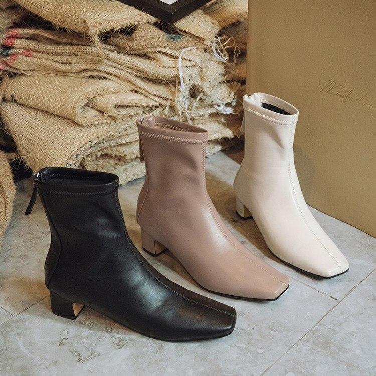 Boots mũi vuông-  item giúp bạn nâng hạng phong cách sang chảnh chỉ trong tích tắc 4