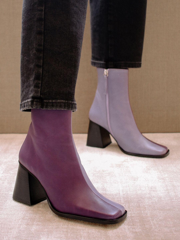 Boots mũi vuông tông màu tím lilac hot trends dành cho cô nàng yêu thích sự phá cách.