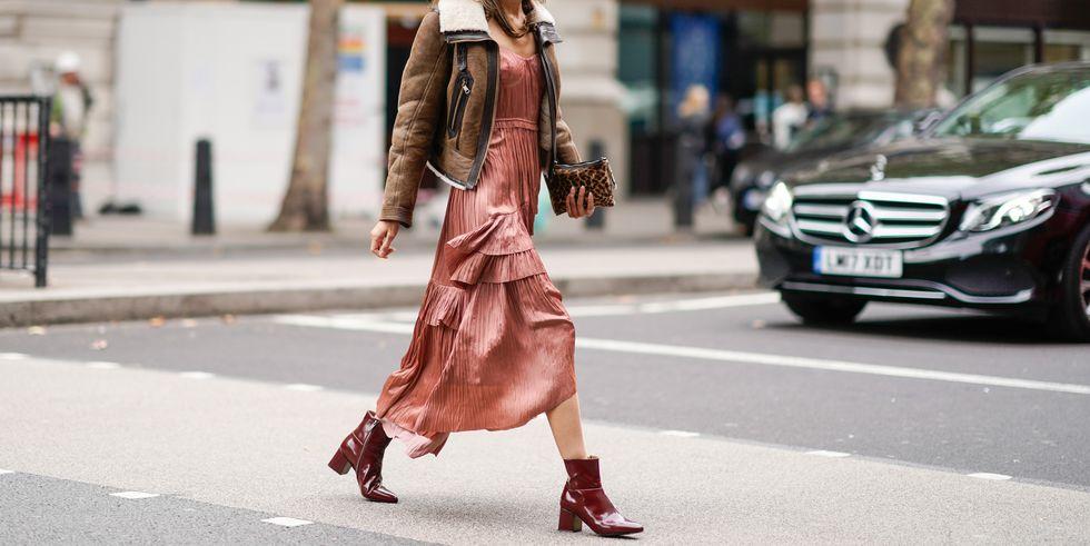 Boots cổ vuông giúp bạn tăng vẻ sành điệu và chất chơi, ngay cả khi đang xúng xính một chiếc váy bánh bèo nhất.