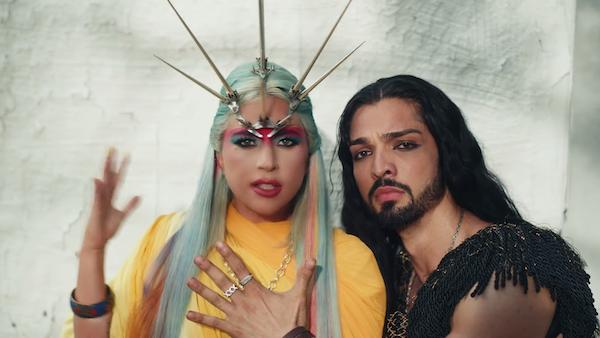 Lady Gaga tung MV '911': đổi đồ liên tục như 'tắc kè hoa', dày đặc hình ảnh biểu tượng và twist cực mạnh 3
