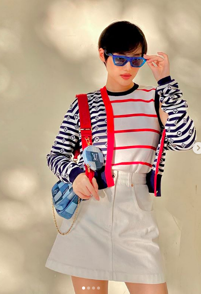 Mùa thu này, bạn sẽ thường xuyên bắt gặp những chiếc áo cardigan lửng mỏng nhẹ xinh yêu trên đường phố.