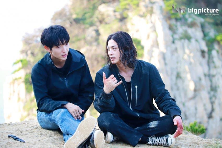 Một sốhình ảnh hậu trường của Lee Jun Ki và Kim Ji Hoon được nhà sản xuất đăng tải