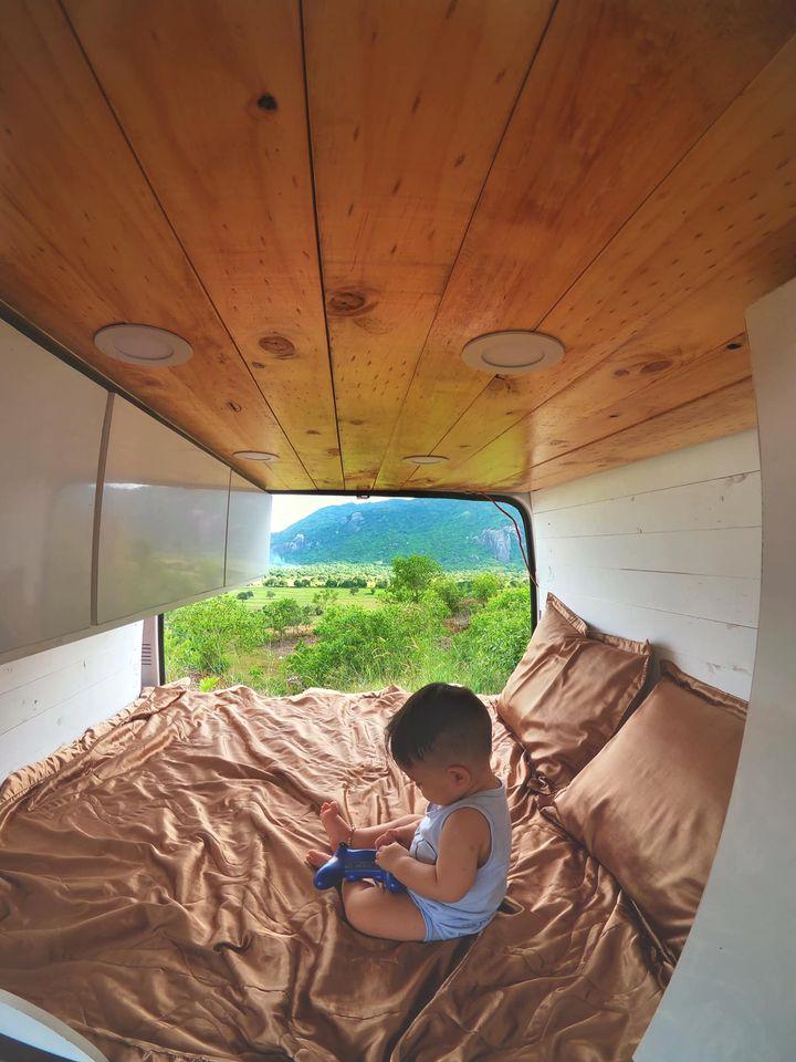 Cặp vợ chồng chi 220 triệu 'cải tạo' xe cũ thành nhà di động, cùng đưa con trai 9 tháng tuổi du lịch khắp Việt Nam 8
