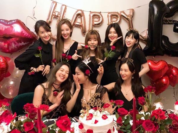 8 thành viên SNSD và SM hiện giờ vẫn giữ im lặng, chưa có phát ngôn gì thêm đối với quyển tiểu thuyết của Jessica