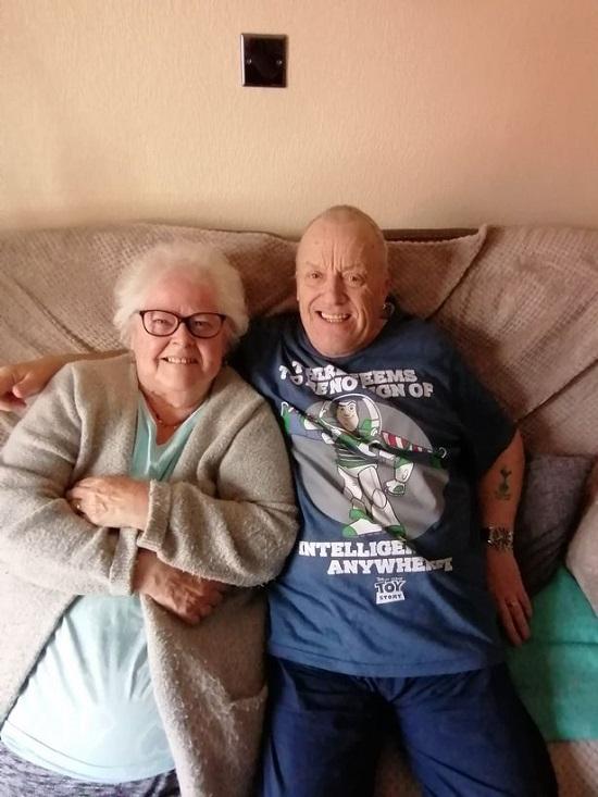 Cặp đôi đã ở bên nhau hơn 30 năm. Ảnh: Mirror.
