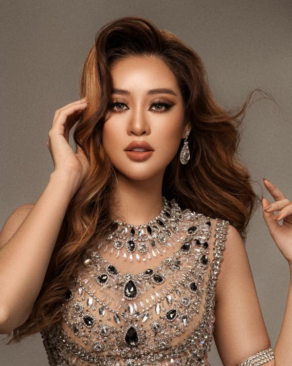 Hoa hậu Khánh Vân biến hoá hình ảnh từ công chúa thành nữ hoàng quyền lực 2