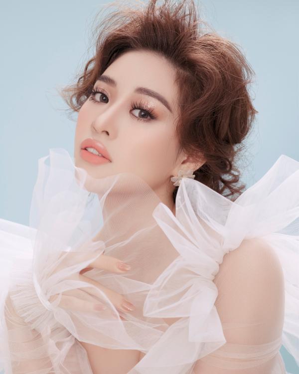 Hoa hậu Khánh Vân biến hoá hình ảnh từ công chúa thành nữ hoàng quyền lực 1