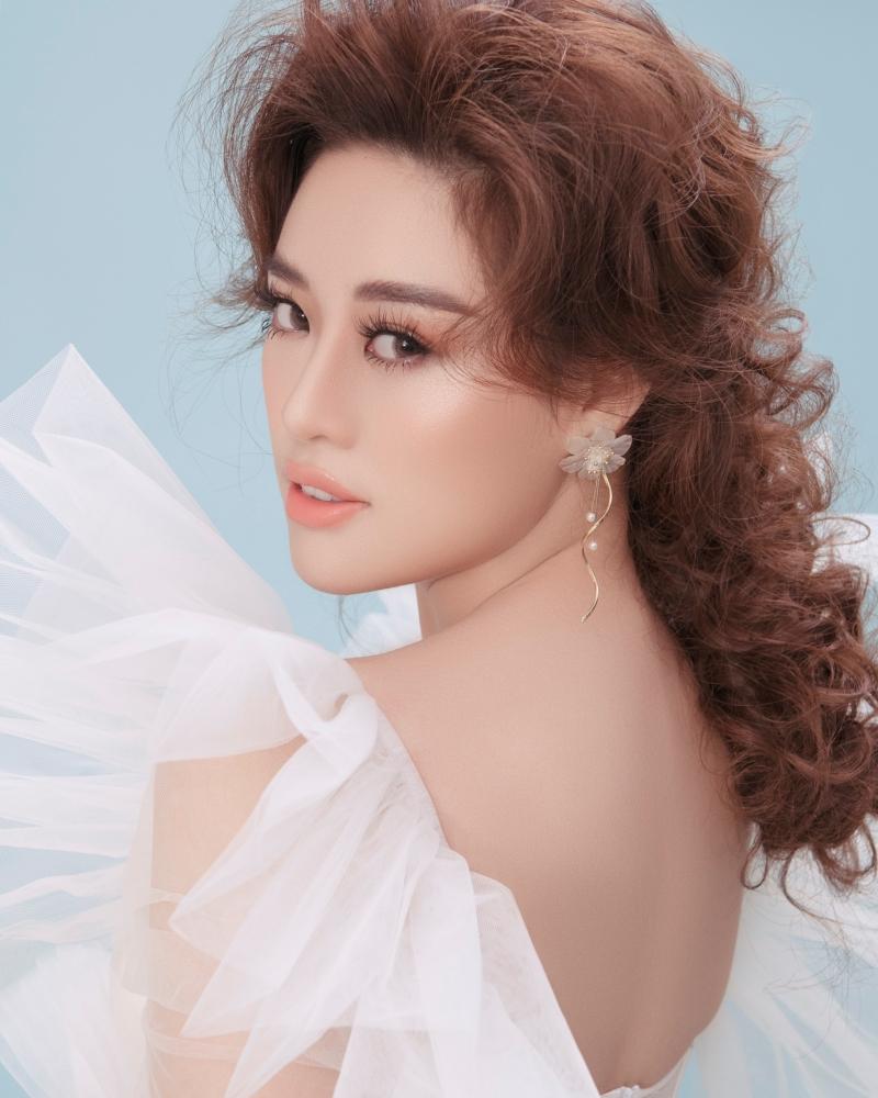 Hoa hậu Khánh Vân biến hoá hình ảnh từ công chúa thành nữ hoàng quyền lực 0