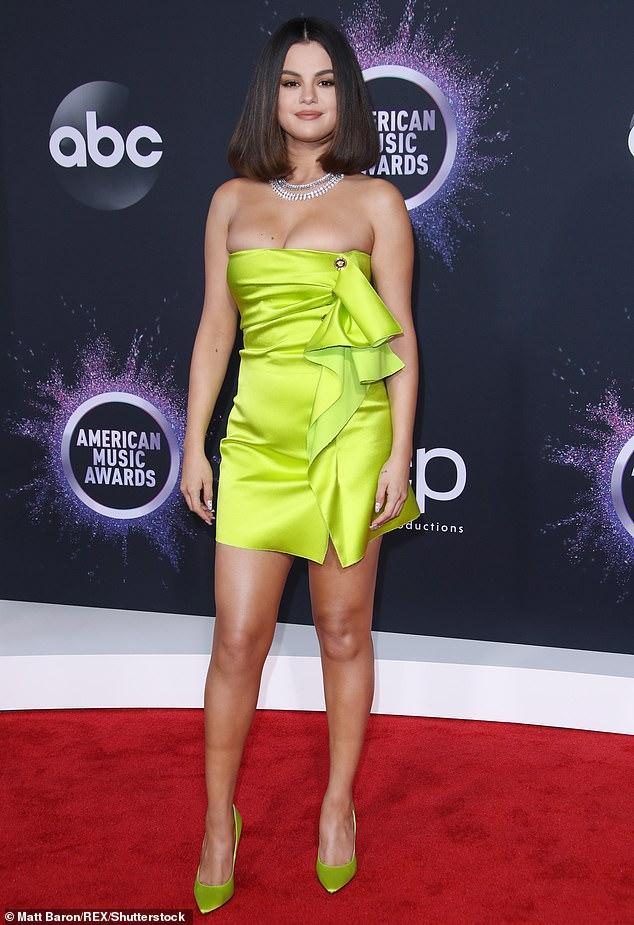 Selena Gomez muốn chấm dứt tình trạng bạo lực, thù hận, phân biệt chủng tộc trên Facebook và Instagram.