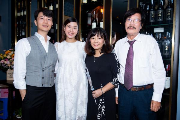 Á hậu Thúy Vân 'bầu vượt mặt' vẫn tổ chức sinh nhật, gây ngạc nhiên cho chồng 4