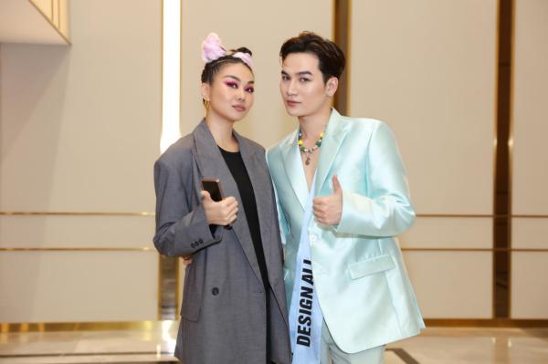 Ali Hoàng Dương giữ vai trò first face, đứng chung sàn diễn cùng Thanh Hằng, Lan Khuê 2