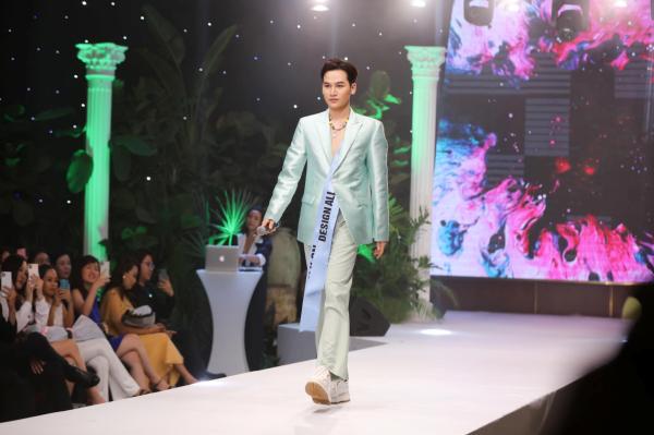 Ali Hoàng Dương giữ vai trò first face, đứng chung sàn diễn cùng Thanh Hằng, Lan Khuê 0