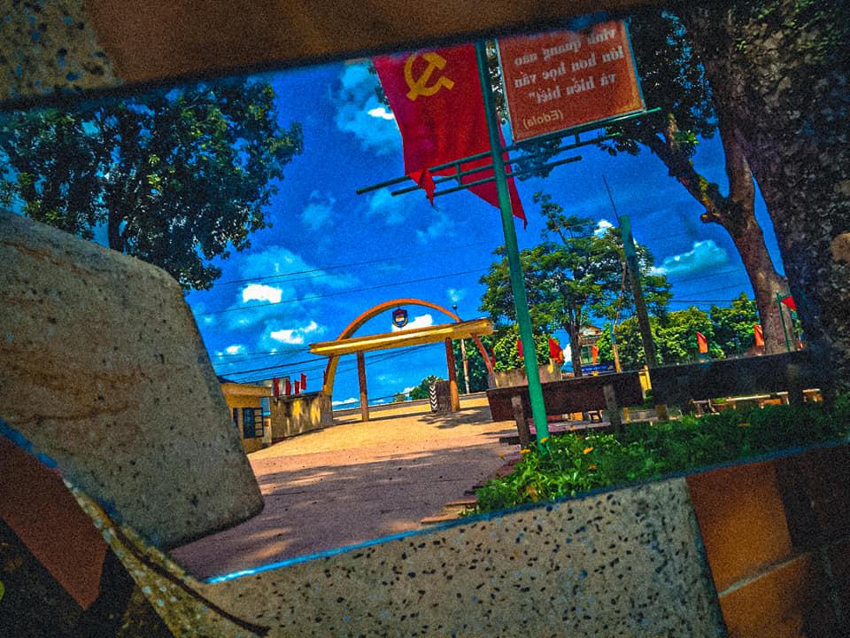 Học lỏm bí kíp chụp ảnh trường siêu ảo của teen Thái Nguyên: Chỉ một tấm gương mà khung cảnh hóa lung linh như phim 5