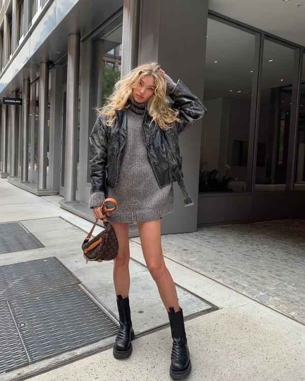 Khi trời thu bắt đầu trở lạnh, mix đầm len dày với jacket da như Elsa Hosk là 1 gợi ý siêu hay ho cho những bạn gái vừa thích mặc đẹp vừa thích mặc ấm.
