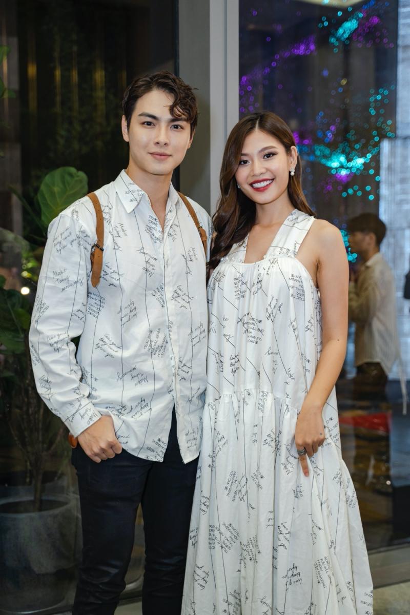 Nam Anh - Nam Em diện đầm xẻ khoe chân dài, vợ chồng Jay Quân - Chúng Huyền Thanh 'tình bể bình' diện đồ đôi đi xem show 8
