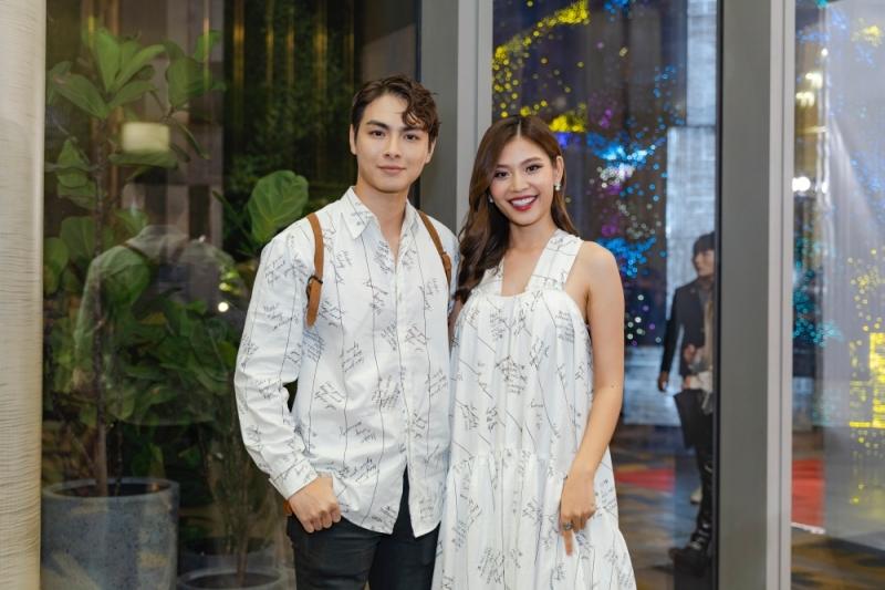 Nam Anh - Nam Em diện đầm xẻ khoe chân dài, vợ chồng Jay Quân - Chúng Huyền Thanh 'tình bể bình' diện đồ đôi đi xem show 9