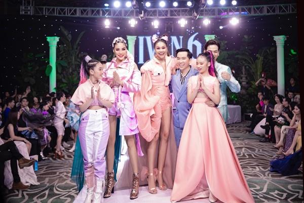 Mẫu nhí Bảo Hà catwalk chuyên nghiệp tại show thời trang của NTK Ivan Trần 4