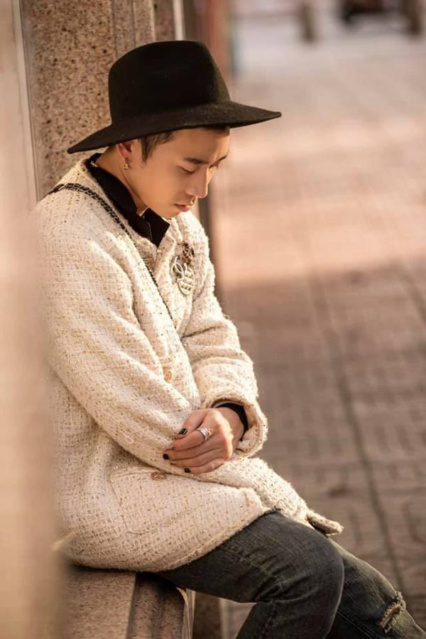 Karik 'lên đồ' ngày càng thăng hạng nhưng sao nhìn cứ hao hao G-Dragon thế này! 1