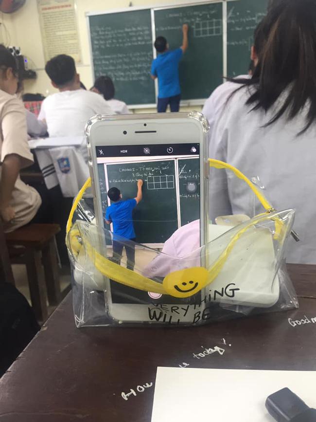 Bị cận mà đi học lại quên mang kính, học sinh nghĩ ra màn chữa cháy bá đạo 0