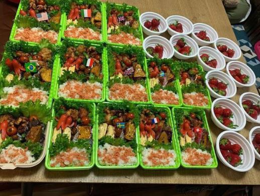 Suất ăn của gia đình cặp vợ chồng Nhật Bản chuẩn bị cho các con.