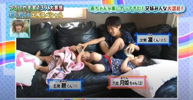 Cuộc hôn nhân khó tin của cặp vợ chồng Nhật:24 năm đẻ 12 đứa con, 6 trai 6 gái, bước vào nhà ai cũng choáng 4