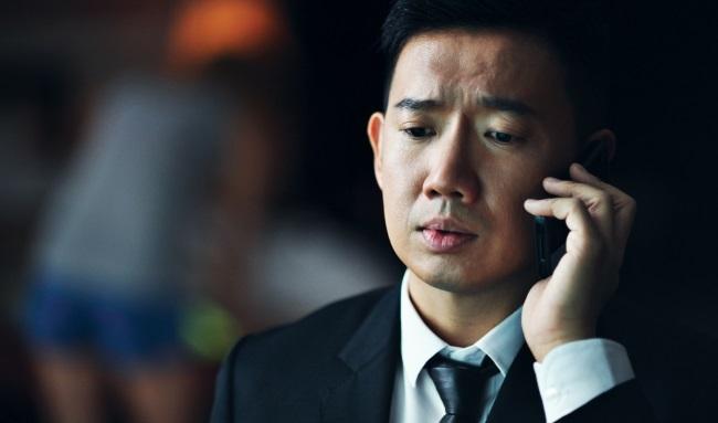 Đỗ Vấn Trạch phải chạy trốn khỏi Hồng Kông vì không đủ tiền trả nợ cờ bạc.