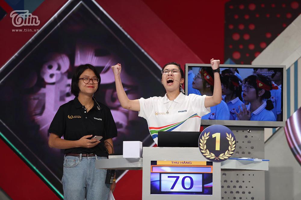 Tóc Tiên lên tiếng bênh vực Quán quân Olympia 2020: '… Vui đi em' 2