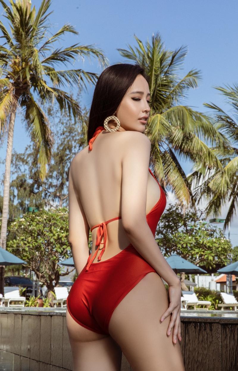 Mai Phương Thúy hiếm hoi khoe dáng trong bikini một mảnh, hé lộ số đo 3 vòng đáng ngưỡng mộ 1