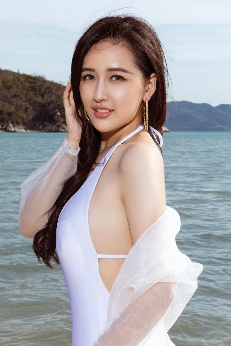 Mai Phương Thúy hiếm hoi khoe dáng trong bikini một mảnh, hé lộ số đo 3 vòng đáng ngưỡng mộ 2
