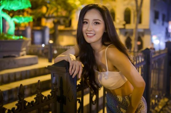 Pha đụng hàng bất ngờ giữa Ninh Dương Lan Ngọc và hoa hậu nóng bỏng nhất showbiz Mai Phương Thúy 6