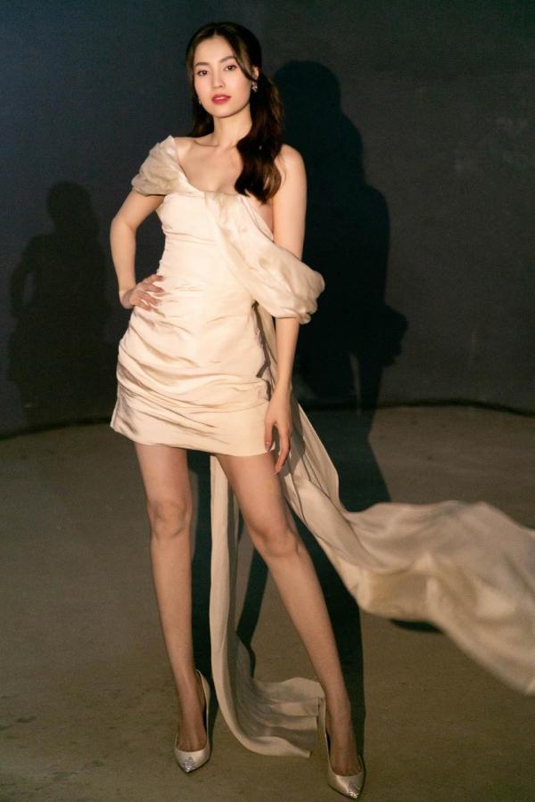 Pha đụng hàng bất ngờ giữa Ninh Dương Lan Ngọc và hoa hậu nóng bỏng nhất showbiz Mai Phương Thúy 10