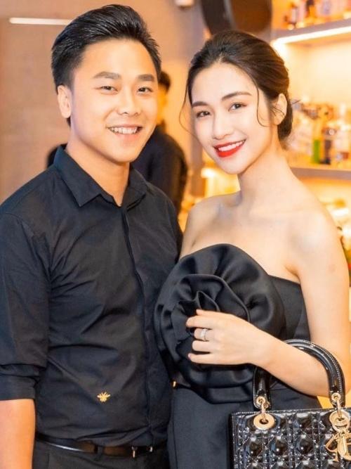 Hòa Minzy và chồng đại gia khiến nhiều người xuýt xoa với cuộc sống hôn nhân bình lặng nhưng vô cùng hạnh phúc