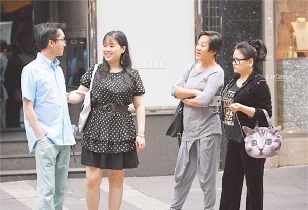 Cựu tài tử TVB: 53 tuổi vẫn dựa vào di sản cha mẹ để lại, ở cùng lúc với 3 người vợ và không muốn sinh con vì 'công bằng' 4