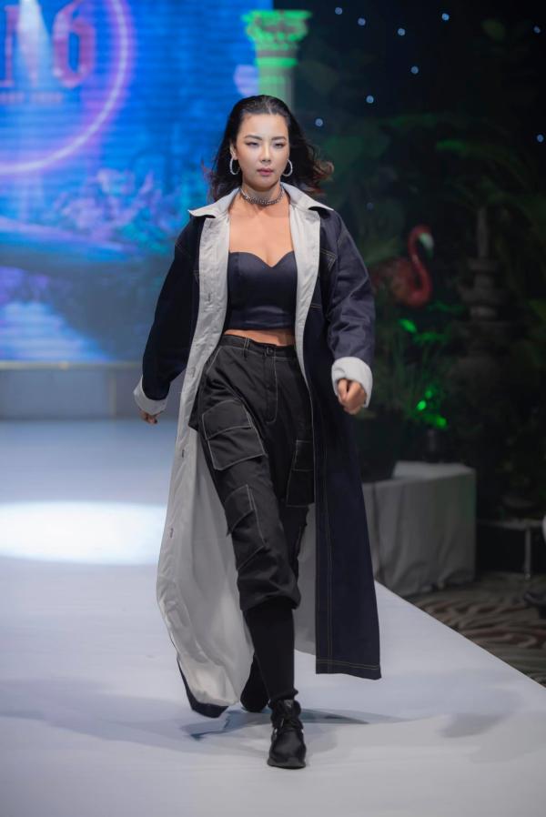 Lại Thanh Hương sắc lạnh khi mở màn trong show thời trang 0