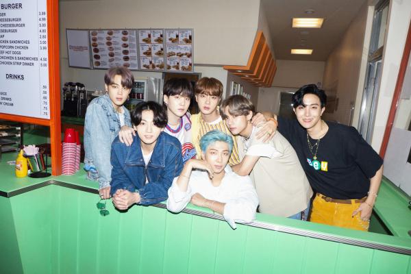 BTS trải lòng về thành công của 'Dynamite', tình yêu dành cho ARMY và nhiều câu chuyện thú vị 0