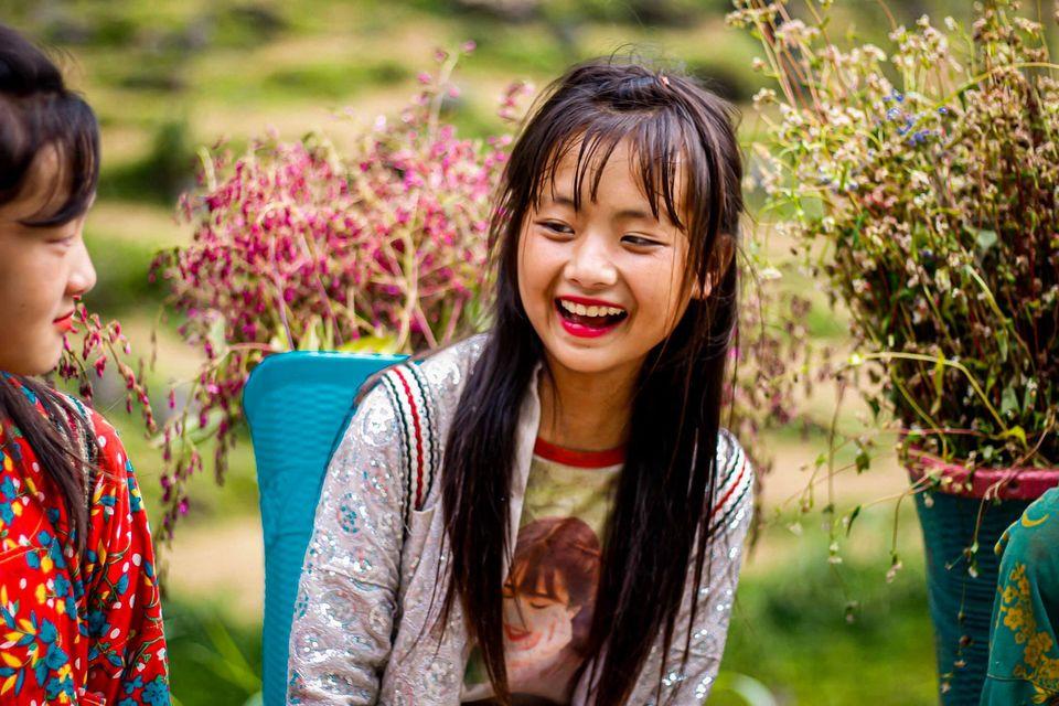 Năm người, mười ý, nhưng với Tuyết Nhi, cô bạn lại cho rằng các bé rất giỏi, biết chút son môi má hồng khi còn rất nhỏ.