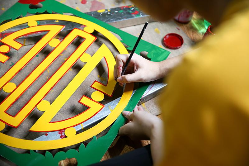 Lớp trẻ Sơn Đồng quyết tâm 'giữ lửa' truyền thống nghề sơn son thếp vàng của cha ông 14