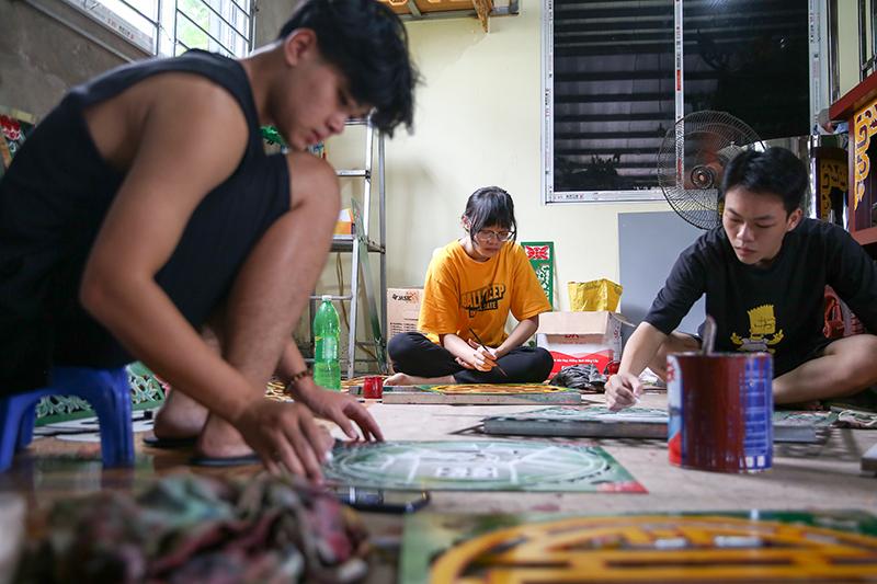Lớp trẻ Sơn Đồng quyết tâm 'giữ lửa' truyền thống nghề sơn son thếp vàng của cha ông 4
