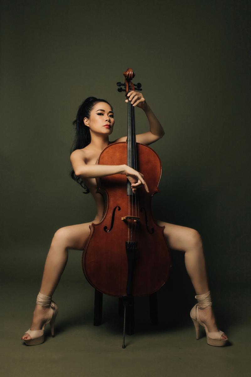 Mỹ Lệ chụp ảnh nude bên cây đàn cello ở ngưỡng U50, chuẩn bị trở lại showbiz 1