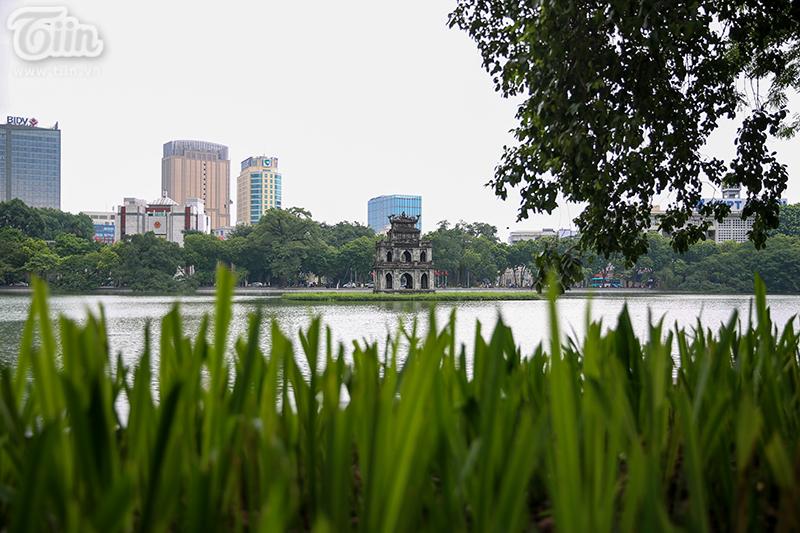 Vườn hoa hồ Hoàn Kiếm được 'thay áo mới' đẹp ngỡ ngàng trong tiết thu 10