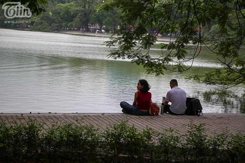 Vườn hoa hồ Hoàn Kiếm được 'thay áo mới' đẹp ngỡ ngàng trong tiết thu 11
