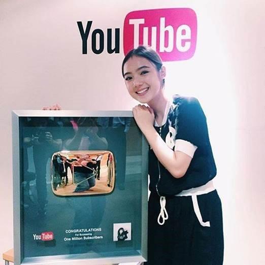 Jannine trở thành người đầu tiên tại Thái Lan nhận được nút vàng 'Youtube' khi chỉ mới 15 tuổi.