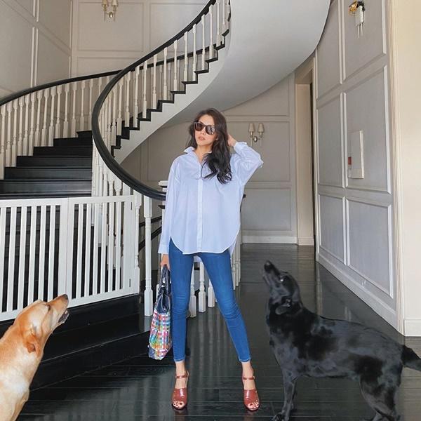 Tăng Thanh Hà là một trong những mỹ nhân yêu thích phong cách thời trang tối giản.