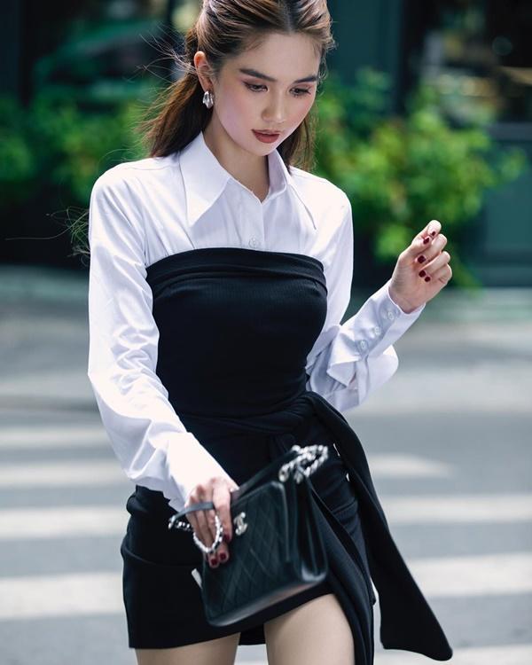 'Nữ hoàng nội y' Ngọc Trinh 'chanh sả' với cách phối áo sơ mi bên trong cùng chiếc đầm ôm sát body khéo léo khoe vòng eo 'con kiến'.