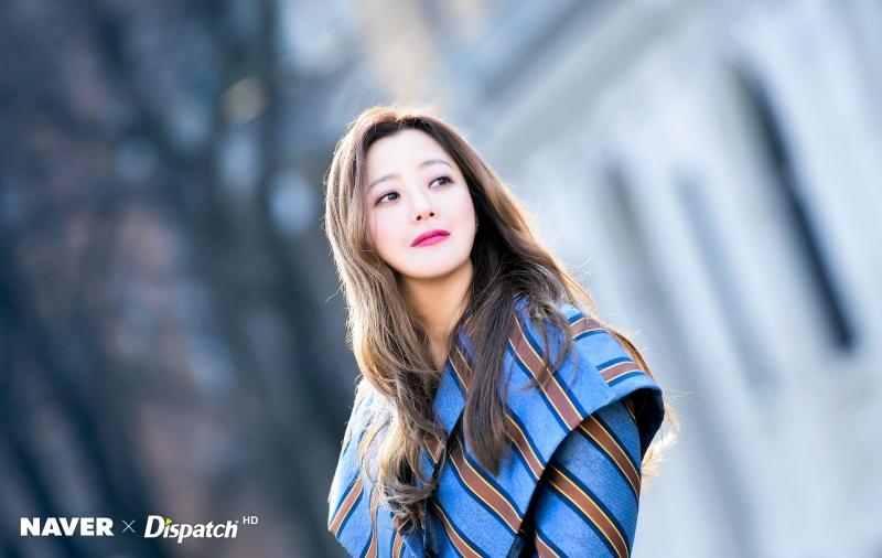 Vẻ đẹp gây thương nhớ của Kim Hee Sun tuổi 43.