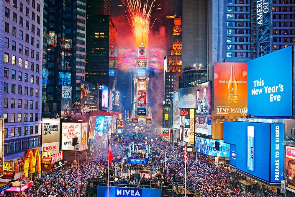 Lễ thả quả cầu pha lê đón năm mới ở New York Times Square đã có truyền thống hơn 1 thế kỷ.