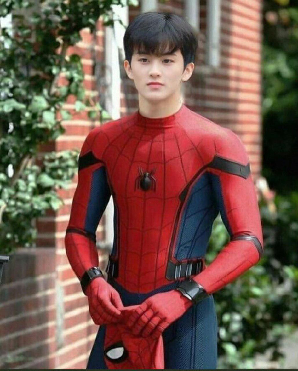 Bức ảnh chế siêu cưng của Mark trong trang phục Người Nhện